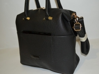 Женская черная сумка с застежкой